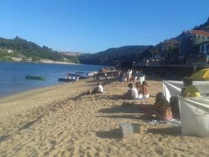 Praia fluvial Arnelas