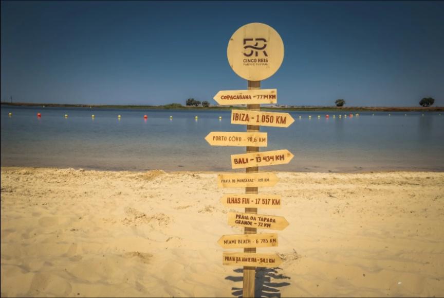 Praia Fluvial dos Cinco Reis - Placas indicativas de outras praias